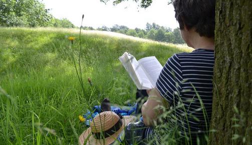 ゆっくり時間をとって読書をするのもマンネリ解消にはオススメ